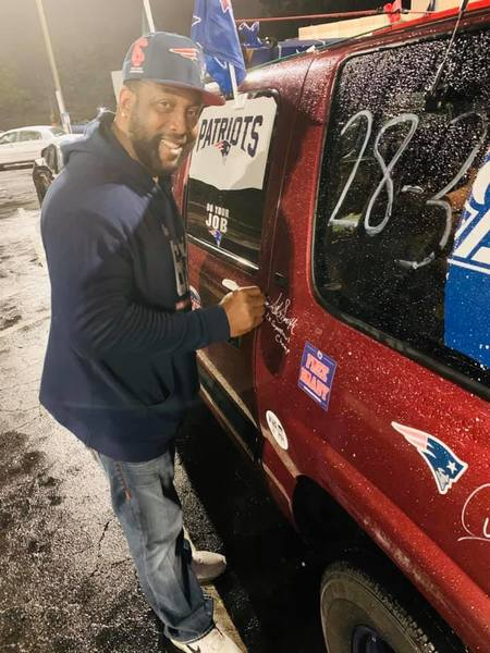 Antowain smith signs pats mobile 2